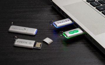 https://static.custom-flash-drives.com.au/images/products/Halo/Halo0.jpg